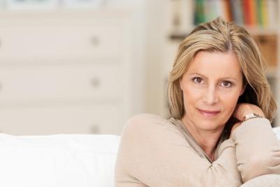 Faut-il effacer un air relâché pour paraître plus jeune ?